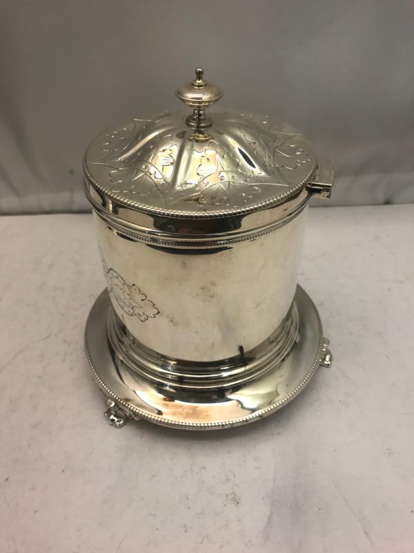 Silver_plate_biscuit_box_2