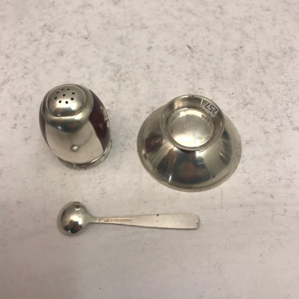 Silver_salt_and_pepper3