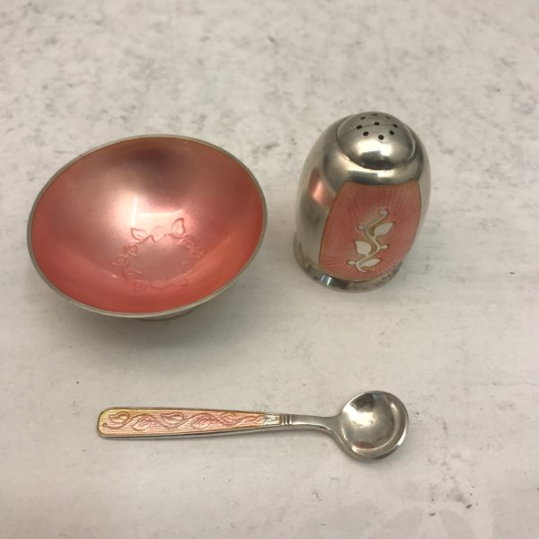 Silver_salt_and_pepper1