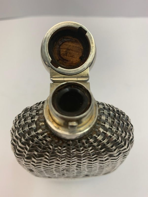 Silver hip flask with Push Tin Lid, London 1888 - lid