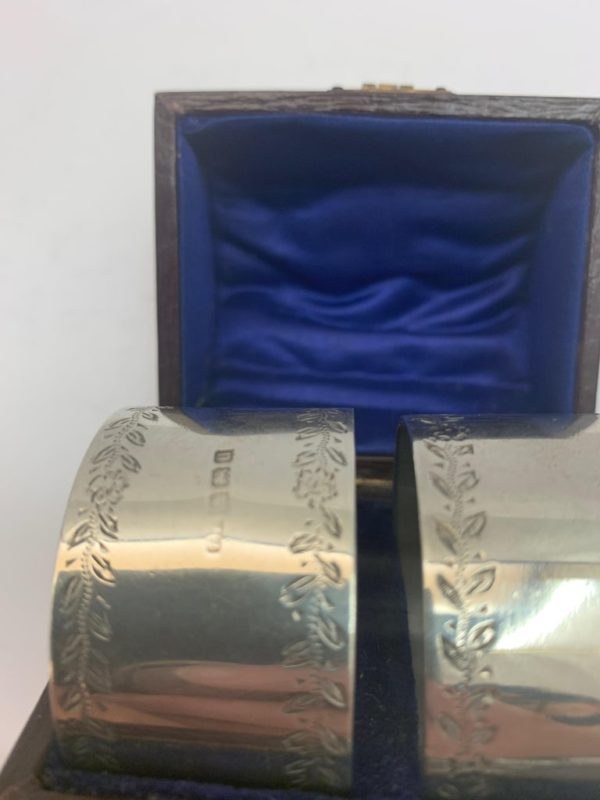 Pair of silver napkin rings made in Birmingham in 1919 - in box close