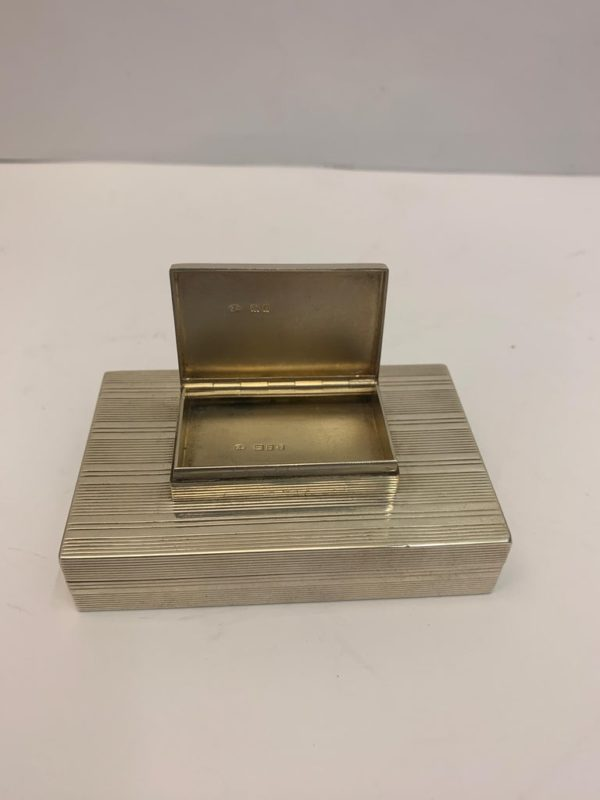 Small Silver Stacking Boxes with Gilt Interior, London, 1919 - lid