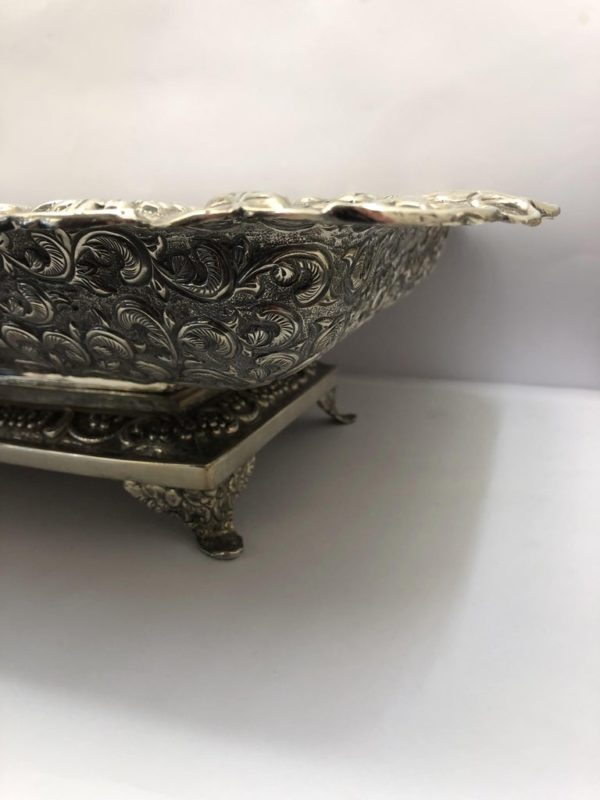 Large American Dish with Scrolling Decoration - side