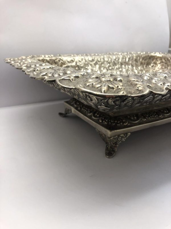 Large American Dish with Scrolling Decoration - side 2
